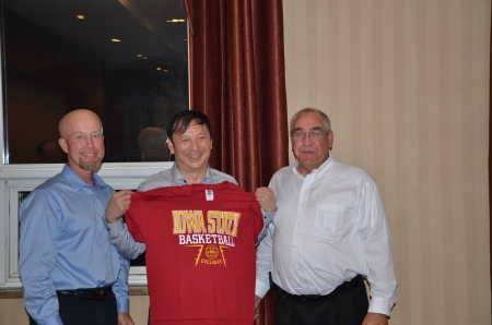 Iowa farmers share Iowa State shirt with Chinese agricultural official