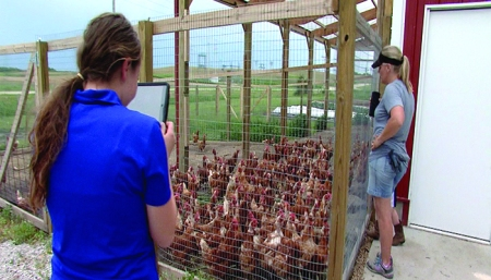 Las Vegas school kids learn from Iowa farmers via Skype